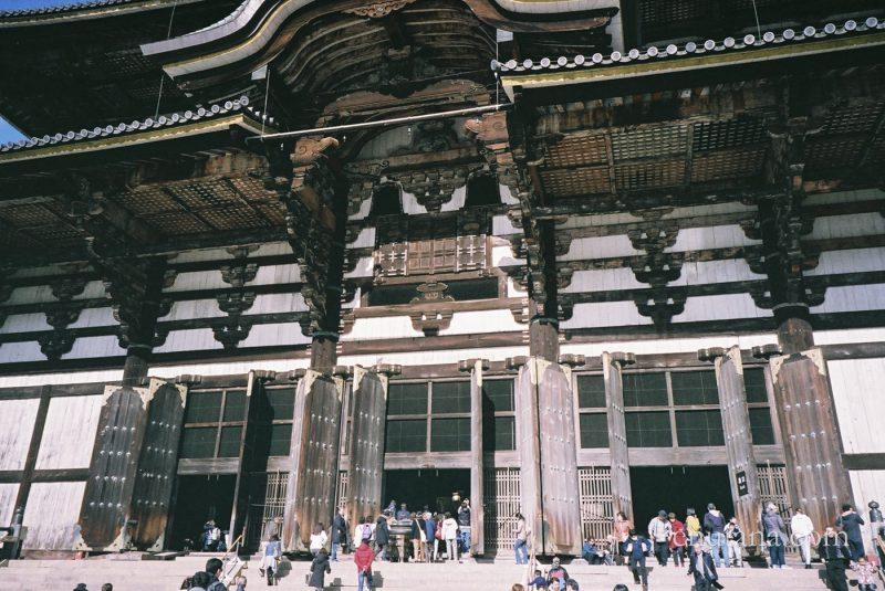 東大寺大仏殿の前