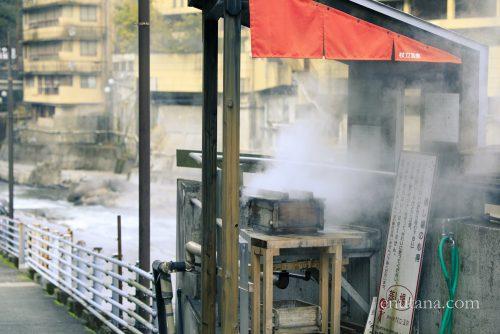 杖立温泉の蒸し器